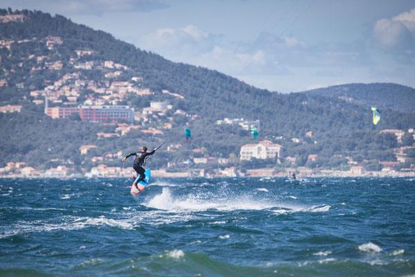 Freestyle strapless Kitesurfing in Hyères