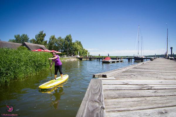 Stand Up Paddling beim Naturhafen Krummin