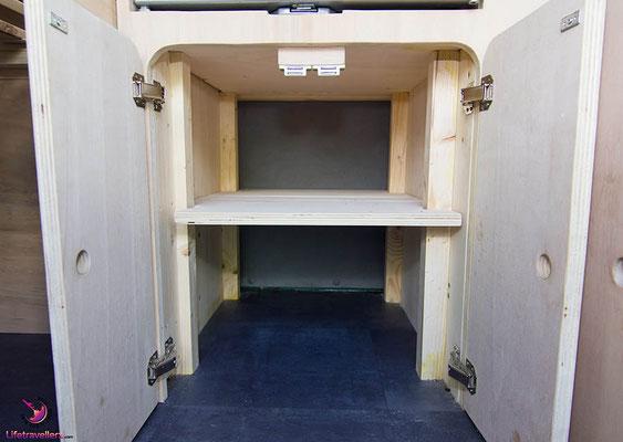 VW T5 Bus Ausbau Möbelbau - Fahrerseite Kleiderschrank