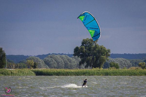 Kitesurfen beim Café Knatter auf Usedom