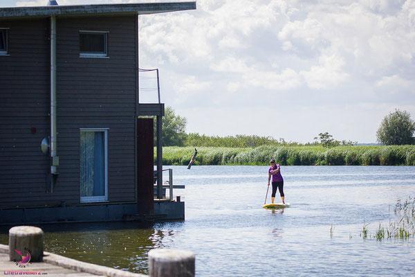 Floating Houses beim Naturhafen Krummin