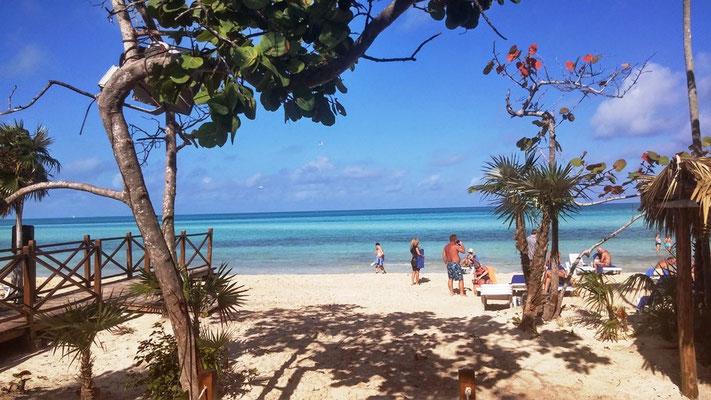 Blick zum Strand auf Cayo Coco auf Kuba