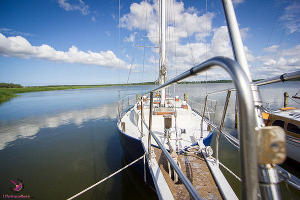Segelboot beim Naturhafen Krummin
