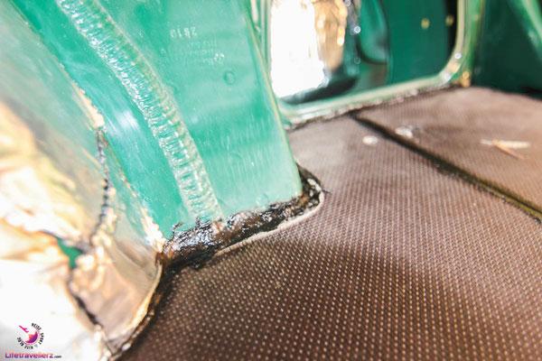 Den Rand der Siebdruckplatte mit Bitumen abdichten