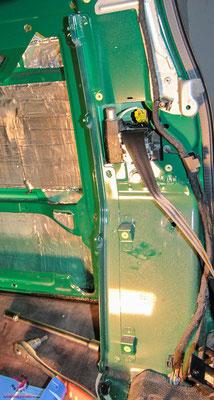 VW T5 Camping Bus Ausbau - Stieg der Trennwand entfernen