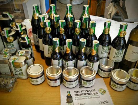 Honig und Kürbiskernöl am Markt in Graz