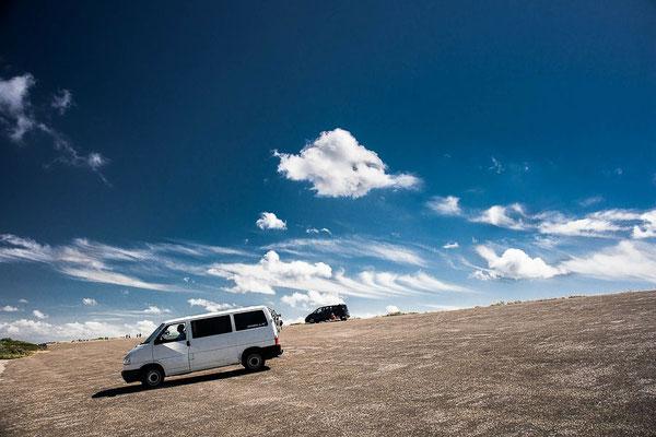 VW Bus auf einer Düne, VW Bus mieten oder VW Bus kaufen by Lifetravellerz