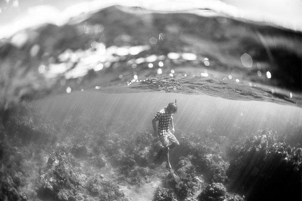 (c) Lukas Prudky schwarzweiß Schnorchler unter Wasser