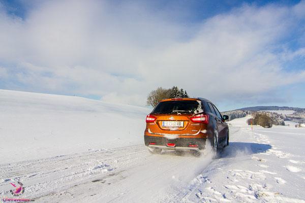 Snowkiten in Österreich mit dem Suzuki SX4 S-Cross