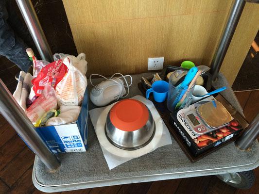 材料の一部と調理道具。支配人の奥様のおかげで本当に助かりました!
