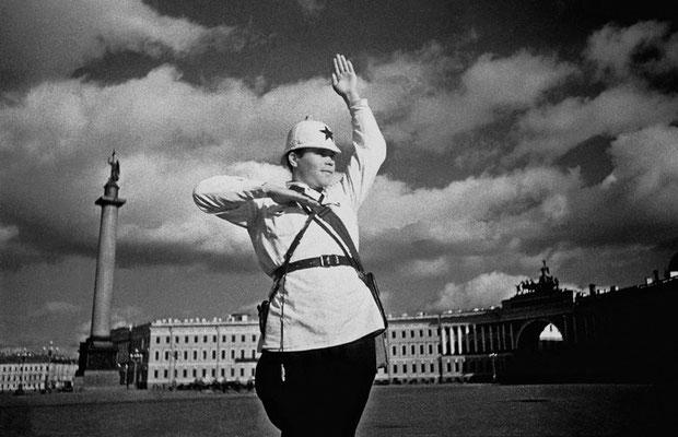 Регулировщик на пл.Урицкого (Дворцовая) 1937 год