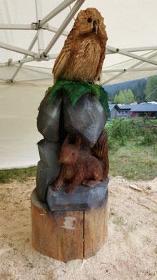 Eule mit Eichhörnchen - Schnitzen mit der Kettensäge - Allgäu-Carving by Martina Gast