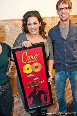 """Goldverleihung vom Universal Music Österreich für """"DELETED SCENES FROM THE CUTTING ROOM FLOOR""""."""