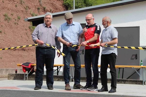 Offizielle Einweihung Bouleplatz durch Uwe Weber (VG), Roger Stumm (OB), Rainer Kistner (1. Vors.), Klaus Juchen (Kreissportreferent)