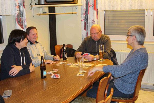 Kartenspielen Freitagabends im Vereinsheim