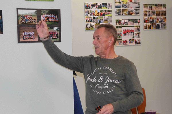 Burkhard Baus beim Dartspiel