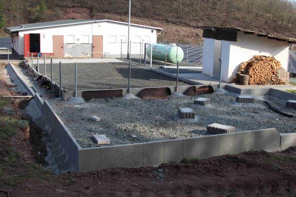 Bouleplatzumfeld, Vorbereitung der Freifläche und der Fundamente für die Grillhütte