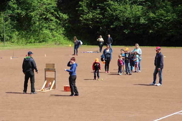 Spiele für die Kinder beim Tag des SVS