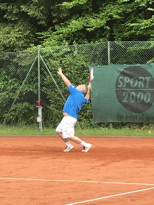 Thorsten Anton gewann an Position 5 sein Einzel mit vollem körperlichem Einsatz mit 6:1 / 7:5.