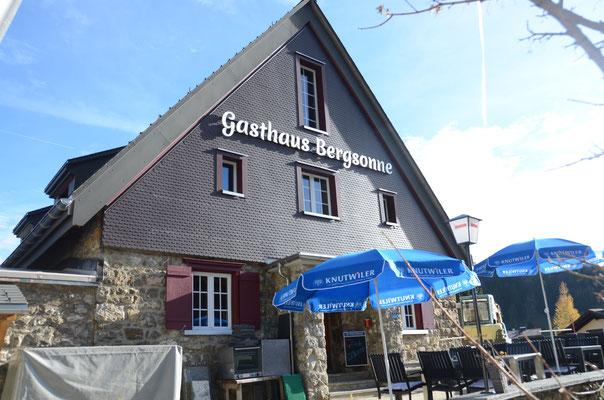 Aussenansicht Gasthaus Bergsonne Herbst