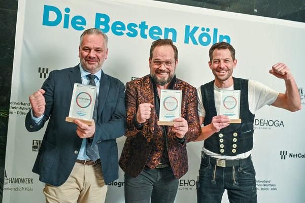 Die stolzen Preisträger: Handwerker des Jahres Florian Brönnecke mit Herrenmode-Spezialist Detlev Bernert und Küchengott Jörg Plake.
