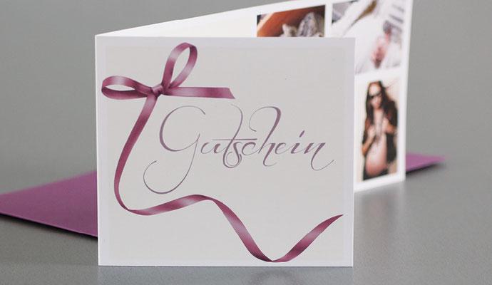 Von Gutschein über Einladungskarten aber auch eine Geschäftsausstattung wie Briefbogen und Visitenkarte wurden realisiert.
