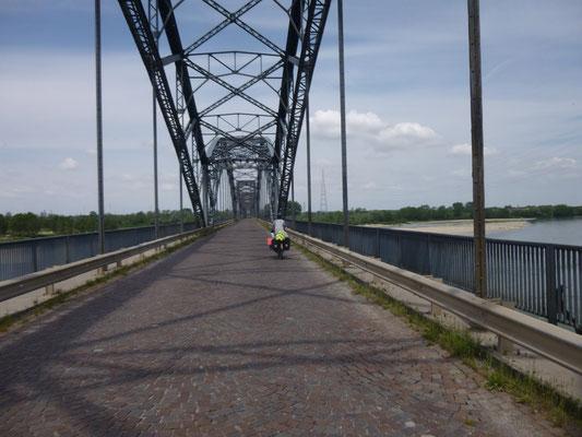 Sul  ponte del Pô