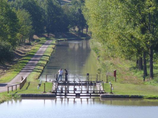 éclusier sur le Canal du Nivernais