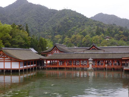 le temple les pieds dans l'eau à marée haute