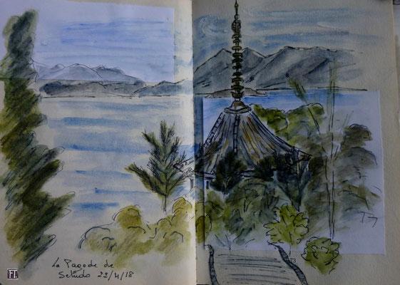 assise sous les mêmes pins, la pagode de Setudo par Frédérique