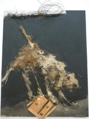 Rebeyrolles - chien pissant sur son matricule