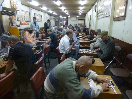 salle de jeux de dés et cartes, la première que nous voyons au Japon