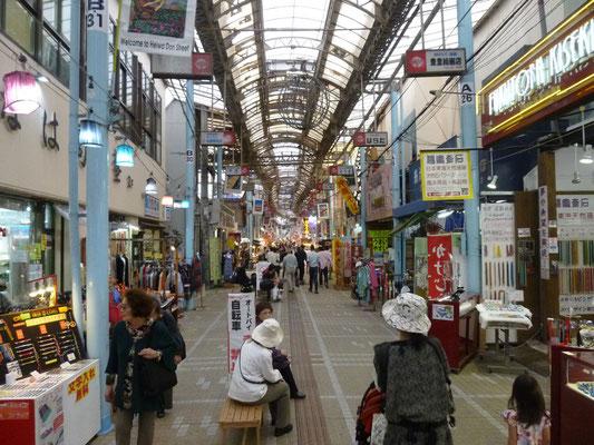 rue commerçante et piétonne de Naha