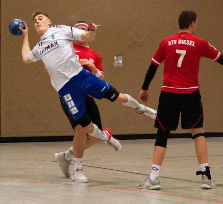 Julius Landmann hofft nach seiner Verletzung auf einen Einsatz, wie hier im Spiel in Biesel am 8. März, Foto: Karla Mertes Foto: