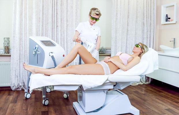 Behandlungsraum mit Laser-Haarentfernung