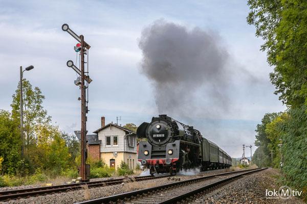 01 1518-8 verlässt Oppurg in Richtung Saalfeld