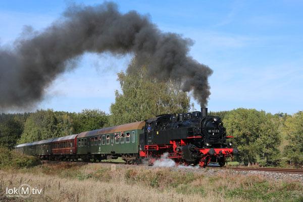 86 1333-3 mit einem Sonderzug zwischen Walthersdorf und Sehma