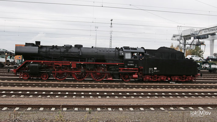03 2155-4 im Bahnhof Glauchau 11/2016