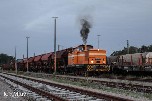 V60 1264 mit einem gemischten Güterzug beim Rangieren in Glauchau Sachs. (09/2020)