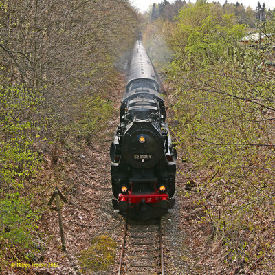 52 8131-6 auf der Zellwaldbahn kurz vor Freiberg (04/2017)