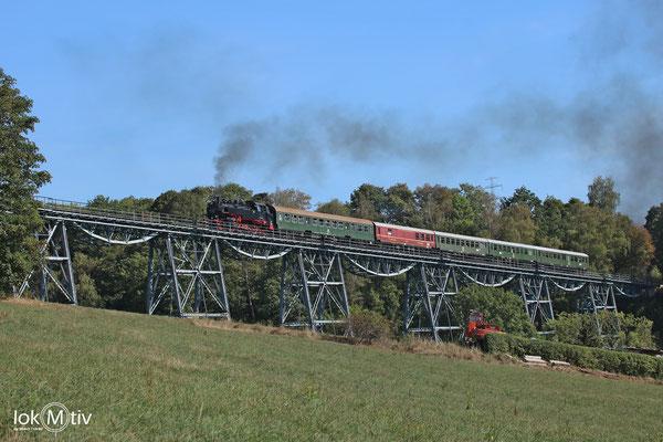 86 1333-3 mit dem Sonderzug auf dem Markersbacher Viadukt Richtung Scheibenberg