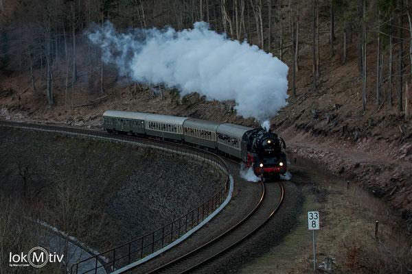 41 1144-9 kommt mit reichlich Verspätung als Rodelblitz die Steigung nach Gehlberg hoch (02/2019)