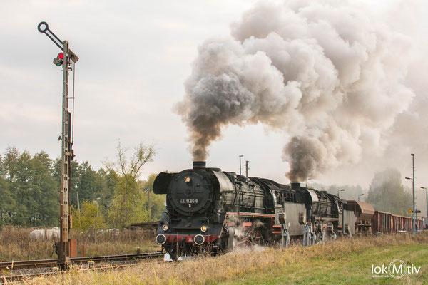 44 1486-8 und 44 2546-8 haben in Oberrohn Ausfahrt in Richtung Eisenach