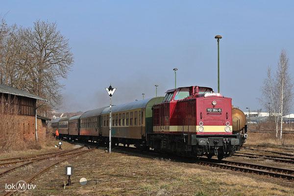 112 364-5 in Staßfurt beim Rangieren des Sonderzuges aus Leipzig (03/2018)