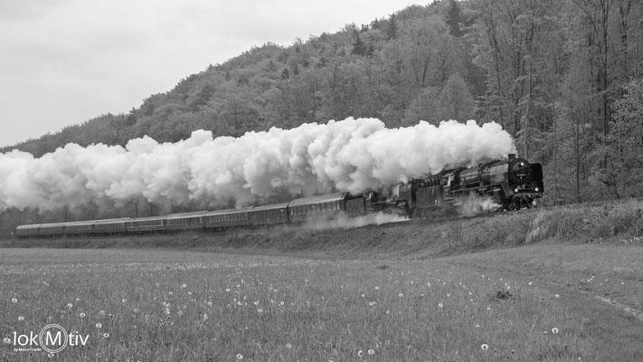 01 2066-7 und 01 2118-6 in Doppeltraktion nach Gräfenroda (05/2019)
