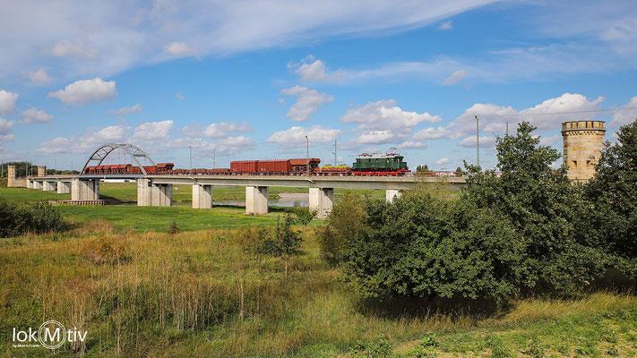 244 044 auf der Elbbrücke in Torgau (09/2020)