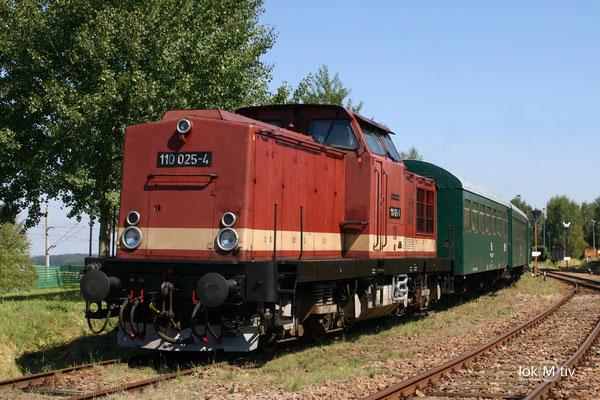110 025-4 im Sächsischen Eisenbahnmuseum Chemnitz (08/2011)