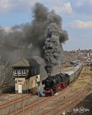 52 8131-6 verlässt Nossen in Richtung Zellwaldbahn (03/2018)
