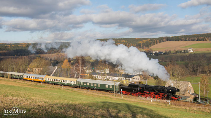 52 8154-8 bringt einen Zug des Leipziger Eisenbahnmuseums nach Olbernhau (12/2019)