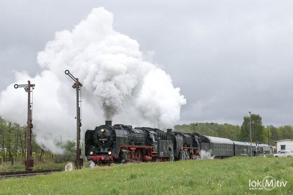 01 2066-7 und 01 2118-6 beschleunigen aus Oberrhon in Richtung Eisenach (05/2019)